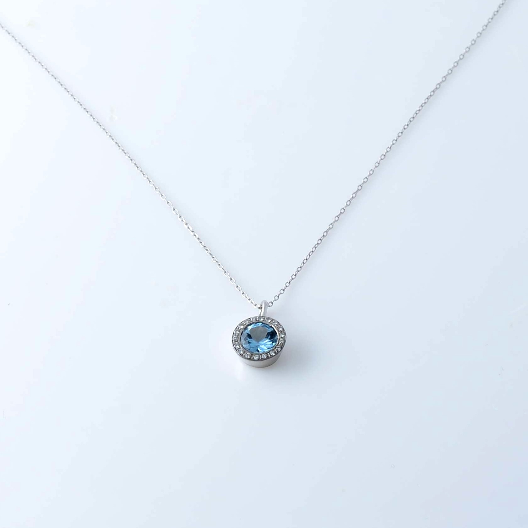 Topaz White Gold Necklace